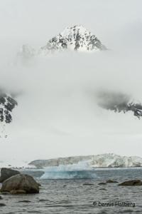 Glasiär, dimma och berg
